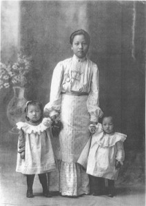 Anna May Wong with Mother and Sister